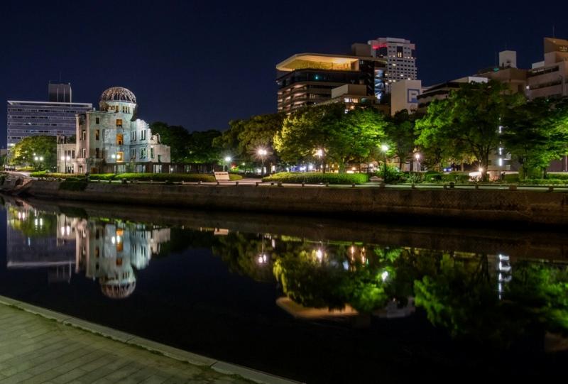 原爆ドーム、おりづるタワーの夜景とリフレクション