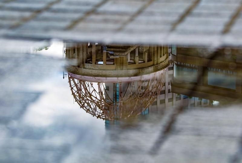 水たまりに映る原爆ドーム(リフレクション)