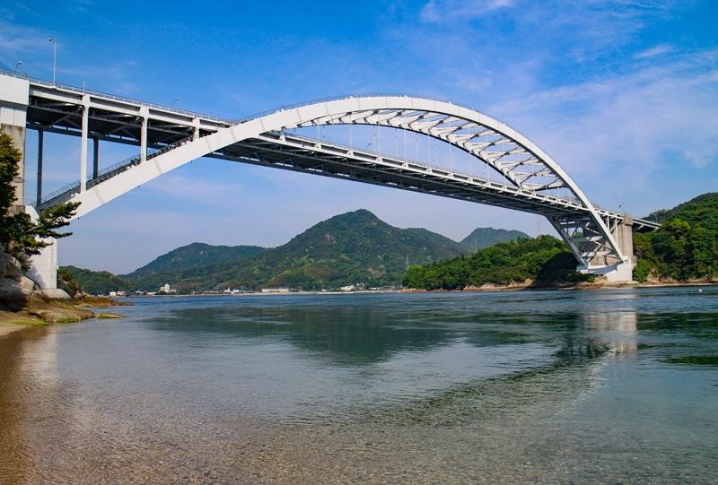 しまなみ海道「大三島橋」大三島から望む