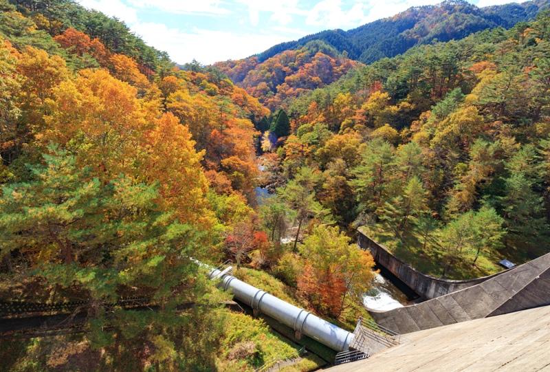 『聖湖(樽床ダム)』三段峡方面の紅葉