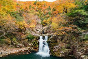 紅葉の三段峡「餅ノ木峠」から三段滝へ