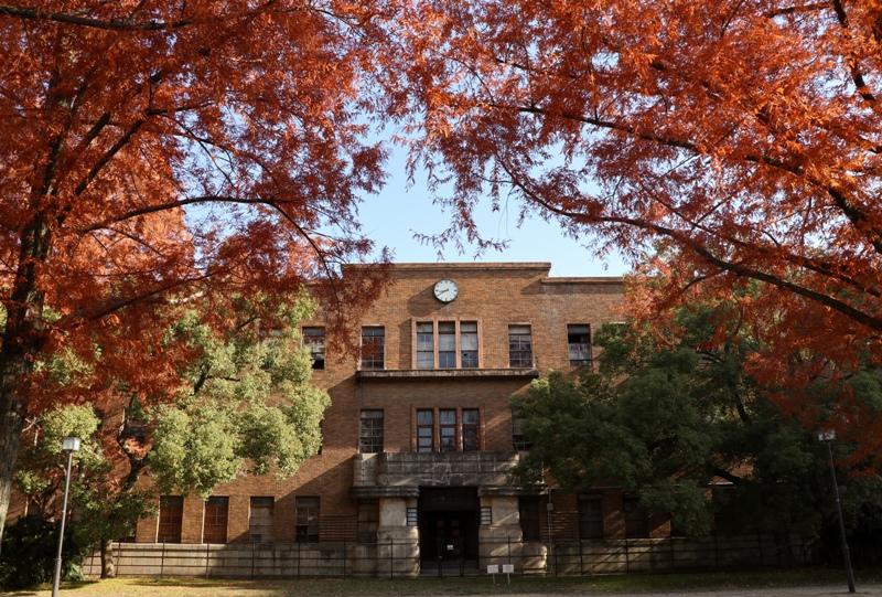 『東千田公園』広大跡地の「広島大学旧理学部1号館」