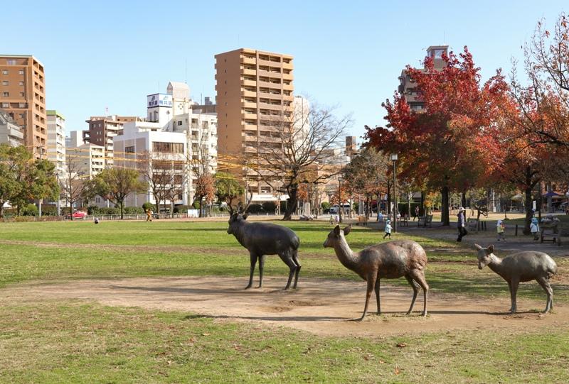 『東千田公園』広大跡地の鹿の親子の像