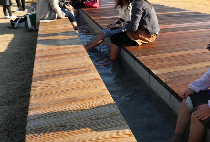 万田発酵『HAKKOパーク』足湯でのんびりくつろげる
