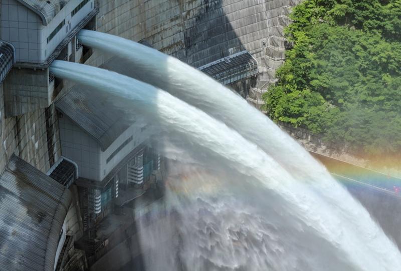 温井ダム「水位低下放流」