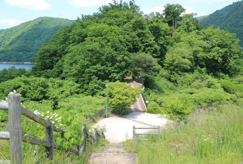 温井ダム、自然生態公園の展望台へ向かう