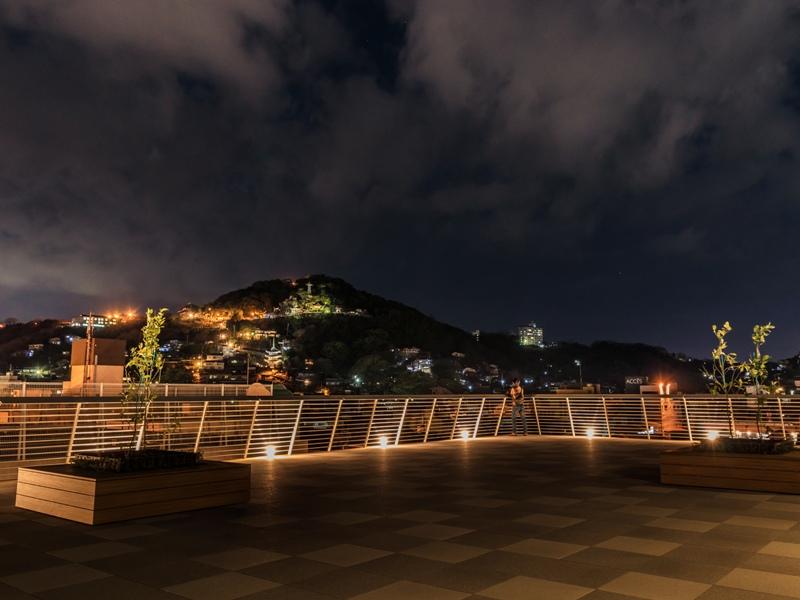 尾道市役所、新庁舎『展望デッキから千光寺方面を望む』