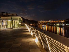 尾道市役所、新庁舎『展望デッキから尾道大橋を望む』