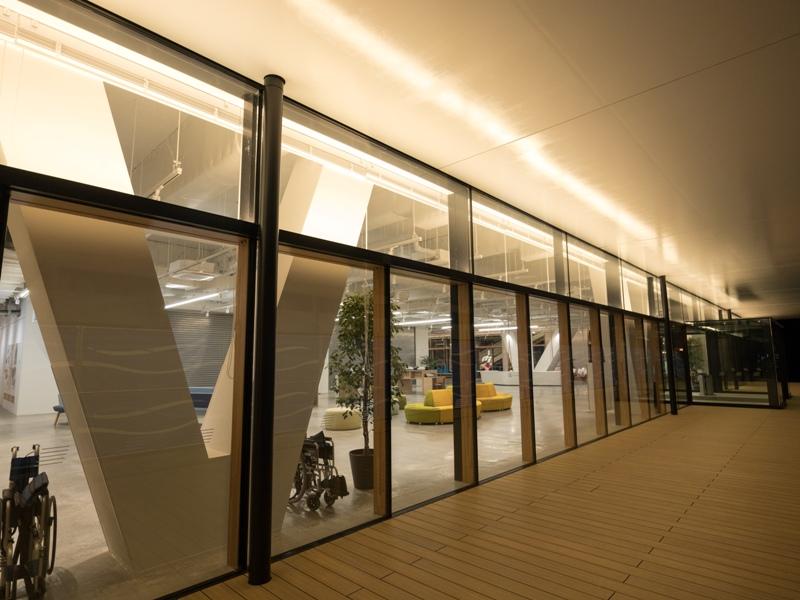 尾道市役所、新庁舎『1階のテラス』