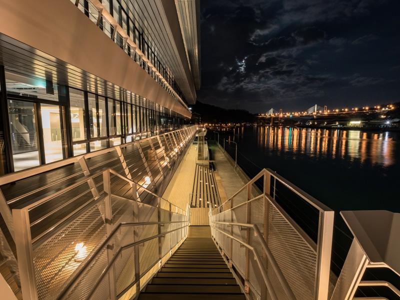 尾道市役所、新庁舎『2階のバルコニー』