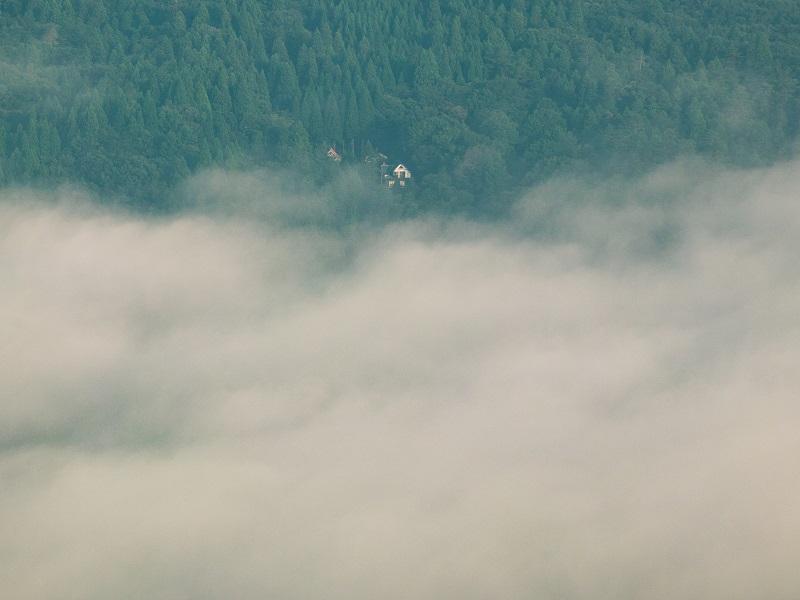 雲海を眼下に見下ろす別荘