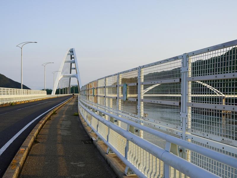 内海大橋を歩く